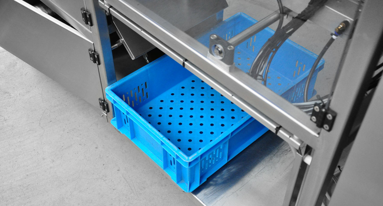 Automatic liquid, paste, cream, gel or oil filling and packing machine using pre-formed bags.